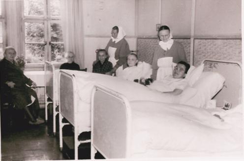 Diakonissen und Patientinnen, ohne Jahr (1930er Jahre) (Slg. Klaus Brünjes)